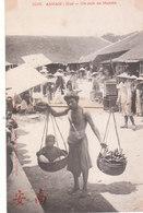 CPA INDOCHINE - ANNAM - HUE : UN COIN DU MARCHE - Vietnam