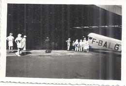 """""""ARRIVEE A BANGUI LE 15 JUIN 1947 -JANINE DESCEND DE L'AVION ....""""  F-B.A.G. - Aviation"""