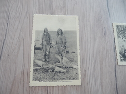 CPA Aux Glaces Polaires Un Couple Esquimau - Postkaarten