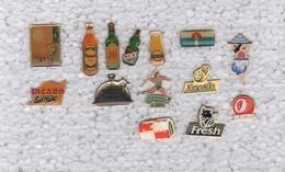 Lot De 14 Pins Pin's Boissons Biere Ricard JB Whisky Orangina Fresh Volvic Jet Mauro Avec Attaches - Badges