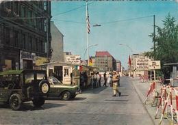 Ca. 1980 Berlin Checkpoint Charlie Passierstelle Friedrichstrasse Kleur Gelopen - Douane
