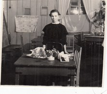 UKRAINE. #1810 A PHOTO. GIRL, SCHOOL. SCHEDULE. SOCIAL REALISM. *** - Film Projectors