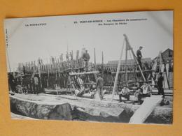 """PORT En BESSIN -- Les Chantiers De Construction Des Barques De Pêche - TRES ANIMEE - Cpa """"précurseur""""  RARE  !! - Pêche"""