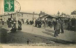 Dép 85 - Chemins De Fer ( Voie Ferrée ) - Challans - La Place Du Petit Marché - Magasins Au Bon Marché - Maison Roux - Challans