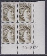 France N° 2057b Type Sabine Gomme Tropicale : 1 F. En Bloc De 4 Coin Daté Du  29 . 8 . 79 ; 2 Traits, Ss Charnière, TB - Dated Corners