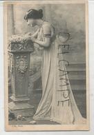 Jeune Femme Antique Appuyée Contre Une Colonne. - Expositions