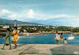1 AK Insel Reunion * Hafen In Saint-Pierre * Übersee-Departement Von Frankreich - Insel Im Indischen Ozean - IRIS Karte - Reunion