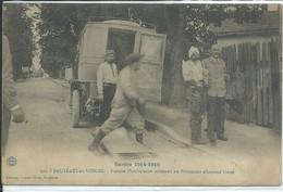 Bruyères-en-Vosges-Guerre 1914-1915-Voiture D'ambulance Amenant Un Prisonnier Allemand .. (Très Légère Pliure Bas Gauche - Bruyeres