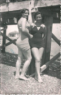 PIN UP WOMEN FEMMES - Ladies S Nudes Nus In Swimsuit Together By Beach Lesbian Interest Vtg. Photo 18x11 1940' Gay Int - Pin-Ups