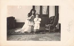 REZANDO PRAYING PREIER FEMME ET FILLE MOTHER & SON MADRE E HIJO. PHOTO SUR CPA CIRCA 1910s - BLEUP - Fotografía