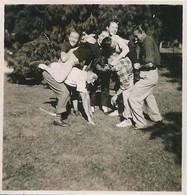 PIN UP WOMEN FEMMES - Funny Ladies & Men Hommes Having Fun Vtg. Photo SMALL 6x6 1940' - Pin-Ups