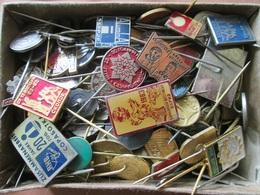 MACEDONIA 200+ OLD BADGES - Badges