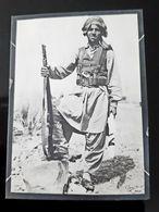 PAKISTAN GUERRE MILITAIRE KHASADAR AVEC FUSIL MILITARY FORCE WITH RIFFLE - Guerre, Militaire