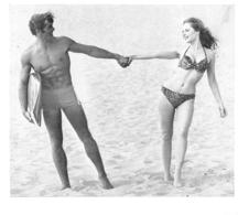 PHOTO HOMME  ET FEMME   EN MAILLOT DE BAIN CULTURISME CULTURISTE    FORMAT   14 X 13 CM - Sports