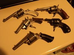 Lot De Revolvers Anciens POUR PIECES!!! 3 à Broches,2 Percussion Centrale - Armi Da Collezione