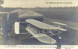 LES MERVEILLES DE L'AVIATION  L'Aviateaur Americain Wright Fait Sortir Son Aéroplane Du Hangar Pour Proceder à Ses Expe - Meetings
