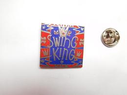 Beau Pin's En EGF , Swing King , Signé G.K.P - Pins