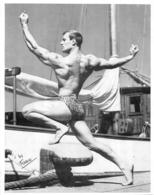 PHOTO HOMME EN MAILLOT DE BAIN CULTURISME CULTURISTE PHOTO FERRERO  FORMAT 24 X 19 CM - Sport