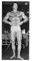 PHOTO HOMME EN MAILLOT DE BAIN CULTURISME CULTURISTE  FORMAT  17 X 10 CM - Sports