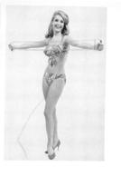 PHOTO  FEMME MAILLOT DE BAIN  FAISANT DU SPORT FORMAT 9.50 X 7 CM - Sports