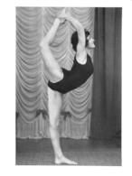 PHOTO  FEMME MAILLOT DE BAIN  FAISANT DU SPORT FORMAT 13.50 X 10 CM - Sports