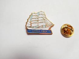 Beau Pin's , Marine Bateau Voilier , Gorch Fock , Voilier-école De La Marine Allemande , Deutsche Marine - Barcos