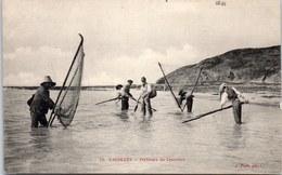 50 CAROLLES - Pecheurs De Crevettes. - Autres Communes