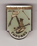 PIN'S THOUARS --  HARMONIE MAJORETTES - MUSIQUE ( Dép 79 ) - Musique