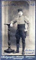 Photo D'un Tirailleur Francais  Avec Sont Insigne Sur La Manche Prise En 1915  ( Voir Scan Arrière ) - Guerre, Militaire