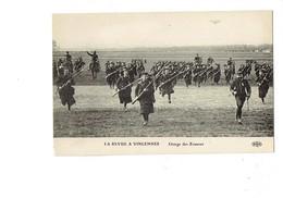 Cpa Militaria - LA REVUE à VINCENNES - Charge Des ZOUAVES - Avion Dans Le Ciel Montage Soldats Cheval - Eld - Manoeuvres
