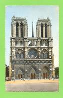 CPSM FRANCE 75  ~  PARIS  ~  8  Façade De La Cathédrale Notre-Dame  ( U.A.T. Dentelée 40/50 ) - Notre Dame De Paris