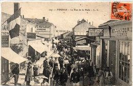 FOURAS - La Rue De La Halle - Boulangerie P. Surrault  (113411) - Fouras-les-Bains