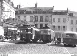 Photo Cpsm Cpm TRAINS ET LOCOMOTIVES. 02 LAON. Les Motrices Au Terminus Des Tramways - Trains