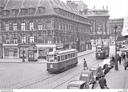 Photo Cpsm Cpm TRAINS ET LOCOMOTIVES. 59 Lille. Motrices De Tramways Rue Des Manneliers - Trains