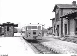 Photo Cpsm Cpm TRAINS ET LOCOMOTIVES. 22 Pont Melvez. Autorail De Dion De Carhaix à Guingamp - Trains