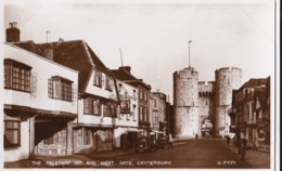 AQ27 The Falstaff Inn And West Gate, Canterbury - RPPC, Vintage Cars - Canterbury