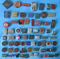 SLOVENIA 69 OLD BADGES - Badges