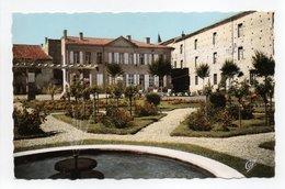- CPSM LAVAUR (81) - L'Hôtel De Ville Et Les Jardins - Photo CAP 1529 - - Lavaur