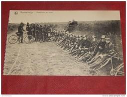 MILITARIA - ARMEE BELGE -   Carabiniers Au Repos - Régiments
