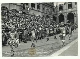 670 AREZZO GIOSTRA DEL SARACINO SFILATA IN PIAZZA GRANDE ANIMATA 1960 CIRCA - Arezzo