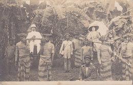 CARTE PHOTO CONGO LOANGO 1912 GROS PLAN SUR DES COLONS  Tipoye (Palanquin) Chaise à Porteur - Congo Français - Autres