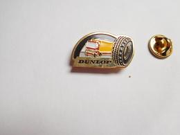 Beau Pin's , Auto , Pneumatique Dunlop PL , Poids Lourds   , Tyres - Pin's