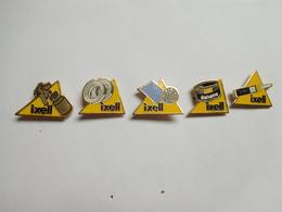 Série De 5 Pin's Différents  , Auto Renault , Piéces Accessoires , Ixell , Carrosserie - Renault