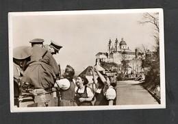 S/w Ak Serie,  O 16 , Photo Hoffmann, Österreich Anschluss März 1938, Wachauer Mädl Begrüßen Den Kanzler In Melk! - Germany