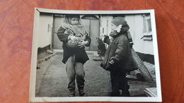 Little Girl W Cat - Old Original Photo  - Soviet Childhood - Fille Fillette  1960s - Anonyme Personen