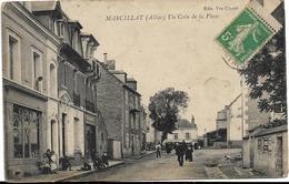 D03 - MARCILLAT - UN COIN DE LA PLACE - Nombreuses Personnes - Chapellerie - Andere Gemeenten