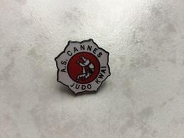RARE Pin's EGF Signé PIN'S TOP - JUDO KWAI A.S CANNES - Judo