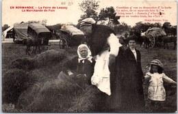 50 LESSAY - La Foire, La Marchande De Foin - Other Municipalities