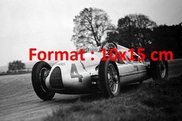 Reproduction D'une Photographie De Tazio Nuvolari Vainqueur à Donnington Park à Derby En Angleterre En 1938 - Repro's