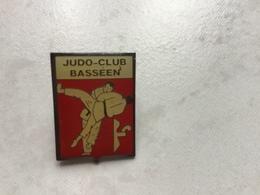 RARE Pin's Zamac époxy JUDO CLUB BASSEEN (LA BASSEE) NORD - Judo